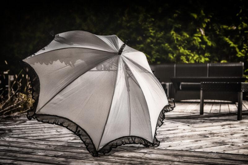 parapluie beige et frisons - designer québécois - boutique en ligne vêtements femme - Monarcky