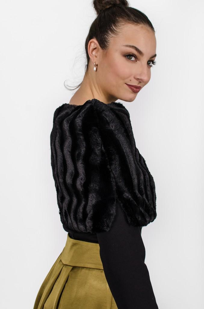 Cape Édith noir profond, côté - Vêtements pour femmes - designer québécois en ligne - Monarcky